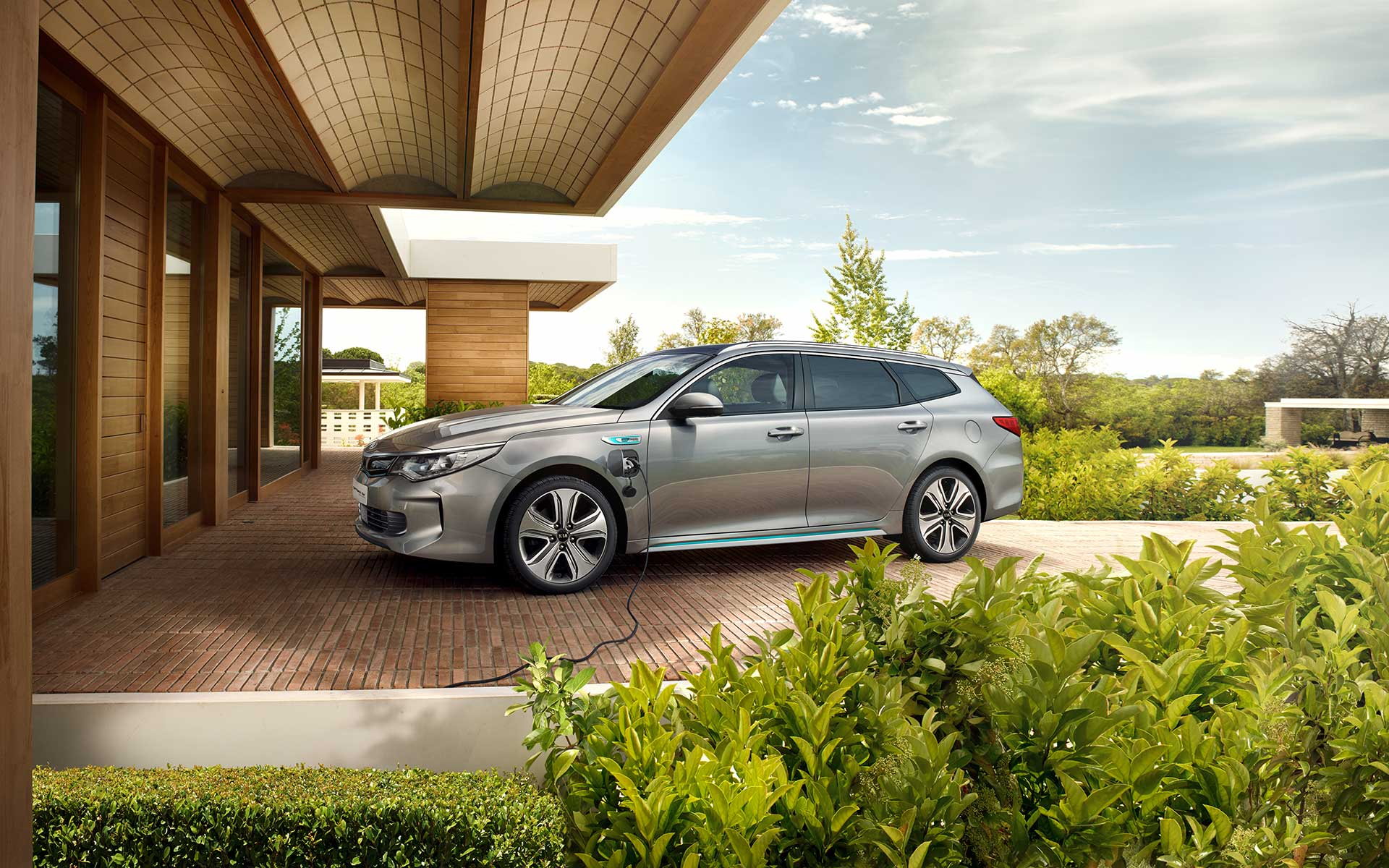 Kia Optima Sportswagon Plug-in Hybrid exterior