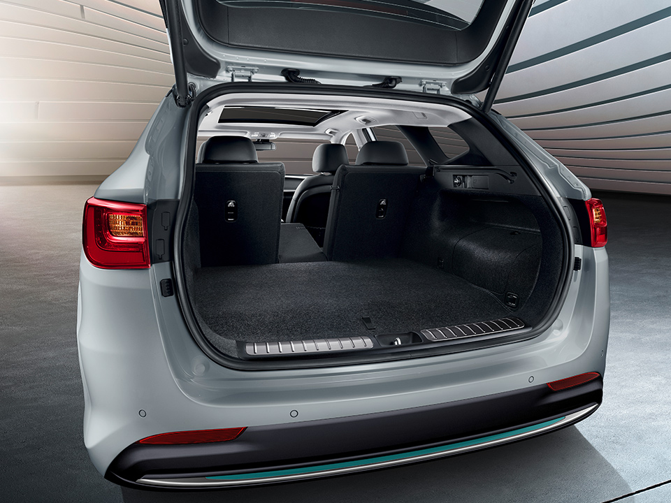Kia Optima Sportswagon Plug-in Hybrid trunk capacity